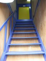 コンテナ内の階段の写真